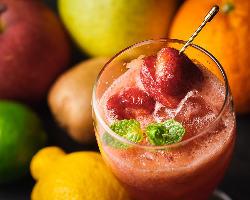旬のフルーツを使ったカクテル。爽やかな一杯です♪