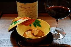 お料理にきめ細やかに合わせたお酒やワインをご提案します。