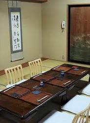 お座敷は個室となっており、椅子でも座卓でもご用意できます。