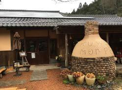 自然豊かな篠山の山間に佇む一軒家レストラン。駐車場完備!