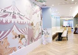 店内は壁紙やインテリアなど、どれも可愛らしい雰囲気です♪