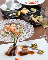 一品一品丁寧な仕事が施されているコース料理はどれも絶品。