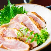 大分県の日田市から届く鶏肉のたたきはコリコリとした歯ごたえ