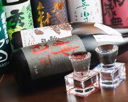 ずらりと並んだ地酒はALL380円(税抜)!こだわりの品揃えです。