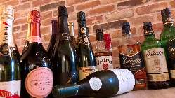 シャンパンや赤白ワインなど、料理と相性抜群のドリンク豊富!