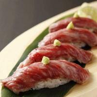 一番人気「肉寿司」米沢牛のとろける味わいが絶品
