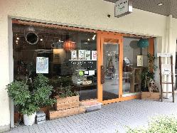鴨川のほとりにあるコラボカフェ