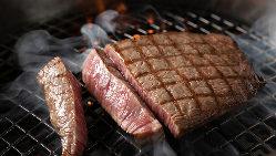 香り高い近江牛は、鍋に入れるとふわり、華やかな香りが湯気に…