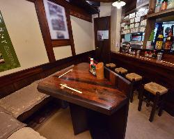 カウンター、コーナー、テーブル…居心地のよいお席へどうぞ