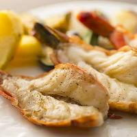 鉄板焼は海鮮もご用意。ぷりぷりのエビはいかがですか?