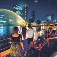 屋形船で水の都・大阪の景観を楽しめます!!