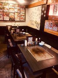 鉄板で楽しめるテーブル席 団体様も対応できます