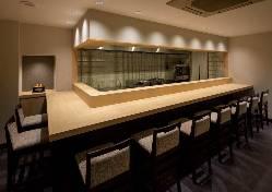 料理人の調理風景が見える、臨場感あるカウンター席