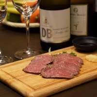 厳選肉やこだわり食材を使った創作料理をご提供。