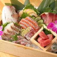 【新鮮魚介】 その日仕入れたばかりのお魚をお造りでご提供