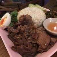 屋台の味、豚の煮込み飯「カオ・カームー」