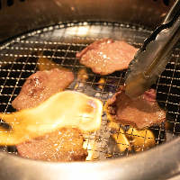 お肉はオーナーが目利きで厳選するA4~A5ランクの国産黒毛和牛