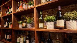 お料理に合った赤、白、泡と店主が厳選したワインを豊富にご用意