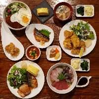 ボリューム満点のお肉鉄板焼き盛り合わせ!!内容はスタッフまで。