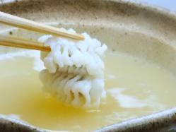 夏期限定の「はもしゃぶ」は上品な味わい。〆は雑炊で楽しんで。