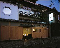 和の風情漂う、趣のある外観。京都観光に来られた際にもぜひ。