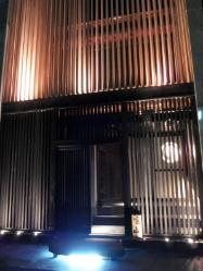 【お店のご案内】 三木駅より徒歩6分。洗練された入口が目印