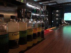 お酒の種類も多彩に取り揃えております。飲み比べることも◎
