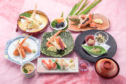 季節の会席料理。新鮮な蟹を使用した会席料理は絶品★