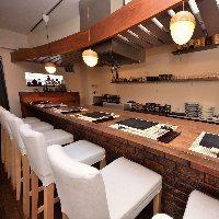 カウンター席は揚げたての天ぷらを目の前で楽しめます