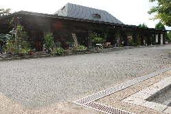 当店は宇治市植物公園の駐車場内にございます。