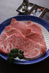 極上牛肉を五感の全てでお愉しみください。