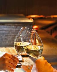 記念日やお誕生日など、大切な方との幸せなお時間をワインで演出
