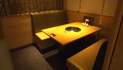 洗練された雰囲気の個室、格別なるひとときをご堪能