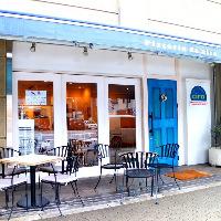 中崎町駅から歩いて5分!白と青を基調とした外観が目印です