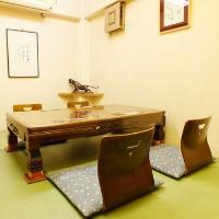 4名様でご利用いただける個室も完備しております。