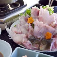 ぶつ切りにしたアラは骨の髄からダシが染み出て野菜や雑炊も絶品