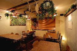 《店内》 海外の気軽なバルをイメージ。西大寺の隠れ家誕生。
