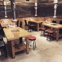 【広々テーブル席】 席と席の間が広いのでゆったり楽しめます♪