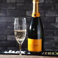 【お祝いに】 弾ける炭酸の爽快感を味わえるシャンパンをご用意
