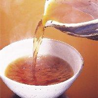 かつおの香りが絶妙な醤油ベースの、こだわり自家製秘伝のつゆ
