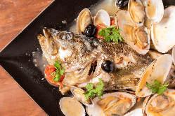 魚介のアクアパッツァやアヒージョがついたコースあります!