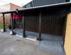 スロープ、バリアフリートイレを完備。皆様に快くご来店頂けます