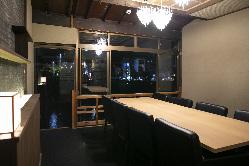 完全個室あり。落ち着いたわの空間からも鴨川を一望できます
