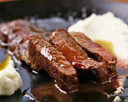 《牛肉のステーキ マルサラワインソース》 メインにおすすめ◎