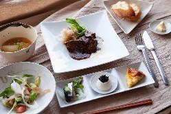 ランチコース メイン料理は牛タンシチュー
