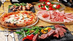 ピッツァと一緒に楽しめるお肉料理やアラカルトも充実