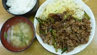 牛肉とにんにくの芽炒め定食