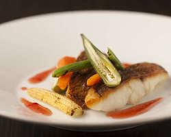 オリジナリティー溢れる料理の数々。特に魚介は自信があります