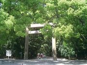 熱田神宮南門の門前でお待ちしております