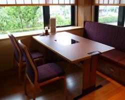 明るくなったテーブル席です。